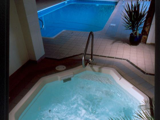 Hotel Pool & Jacuzzi